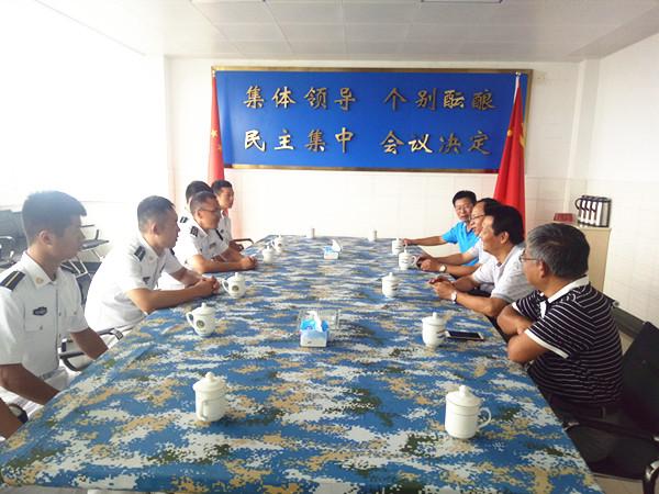 学校党政办公室,学生处和团委等部门负责人参加了慰问活动.